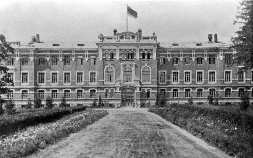Pirmieji Universiteto (tuomet Akademijos) rūmai Dotnuvoje