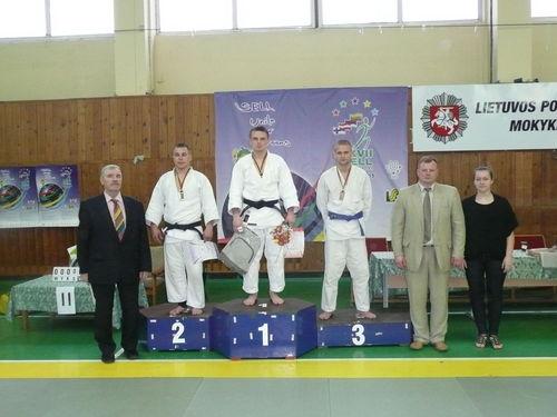 LAURYNAS MISIŪNAS (ketvirtas iš kairės)