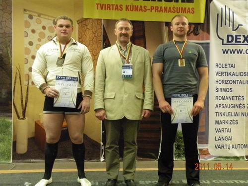 LAIMIS BAUŠA, POVILAS NEVECKA su treneriu Juozu Buitkumi.