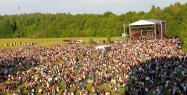 """Tūkstančiai žmonių susirinko į """"Laisvės pikniką"""""""