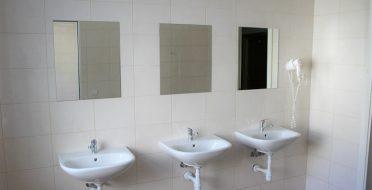 Įrengti nauji dušai 1, 2, 4, 7 bendrabučiuose