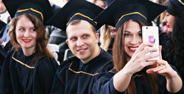 Emigracija ar darbas Lietuvoje? Įgijus perspektyvias specialybes – emigracija atmetama