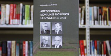 """Akademiko prof. habil. dr. A. J. Motuzo monografijos """"Agronomijos mokslinės mokyklos Lietuvoje (1946-2003)"""" pristatymas"""